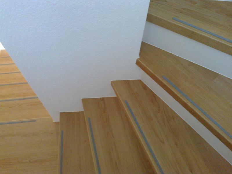 23 treppe verkleiden holz laminat teppich bilder alte stufen renovieren laminat auf treppen. Black Bedroom Furniture Sets. Home Design Ideas