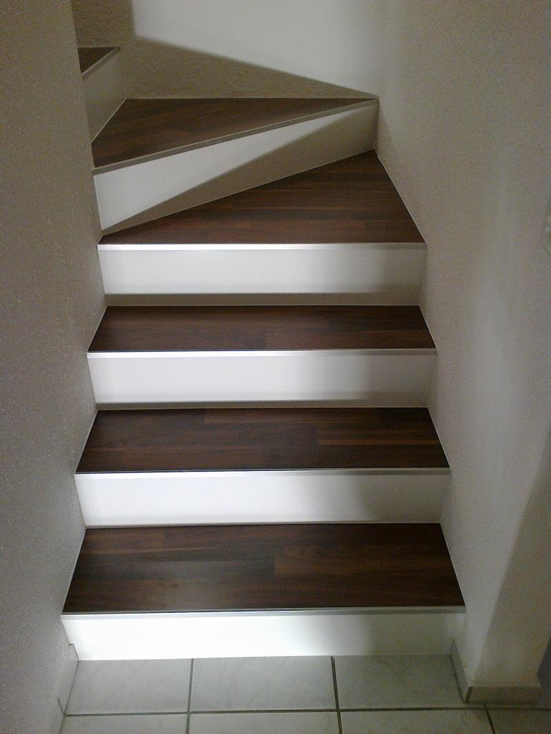 treppe mit vinyl bekleben excellent elegant vinyl bodenbelag verlegen with treppe mit vinyl. Black Bedroom Furniture Sets. Home Design Ideas